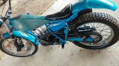 ancienne BULTACO 250 trial ,vintage,scooter,moto,