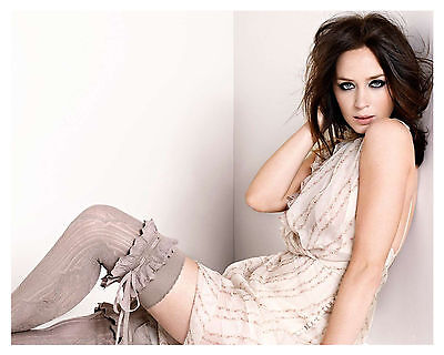 -- - EMILY BLUNT - --8x10 Glossy Photo (d)