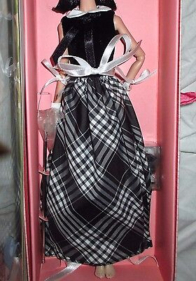 POPPY PARKER PORTRAIT IN BLACK OUTFIT COMPLETE ONLY Fashion Royalty FR2 Barbie