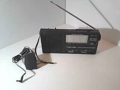 VTG  REALISTIC DX-360 AM-FM-Short WAVE 9-BAND PORTABLE RECEIVER W/ AC ADAPTER