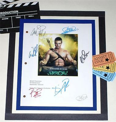Arrow T.v. Script Signed  Stephen Amell  Katie Cassidy  Colin Donnell