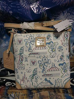 Disney Dooney & and Bourke WDW 2017 Marathon Weekend Letter Carrier PLACEMENT