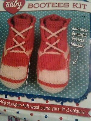 Knitting kit for baby trainers