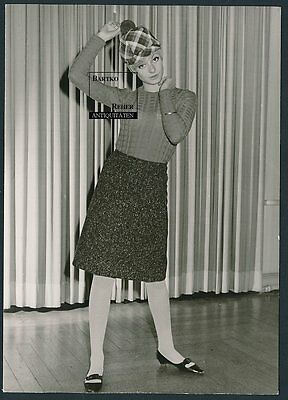 Foto ca. 1960 Mode hübsches junges Model Herbst-Outfit Sweet Fashion Model Girl