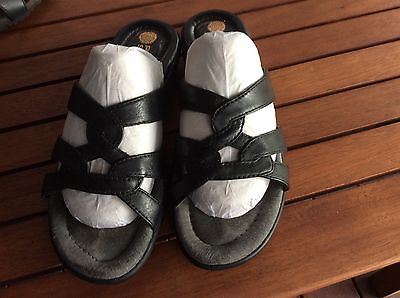 Ladies Leather Slides By Planet Size 6.5