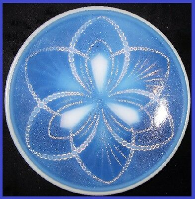 1930s French Art Deco opalescent glass bowl by Sevres Choisy-le-Roi