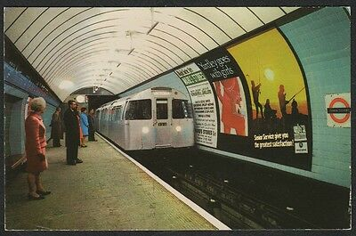 k1934)    POSTCARD OF TUBE TRAIN AT SEVEN SISTERS STATION, LONDON ENGLAND 1971