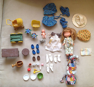 Huge Vintage 1970s Holly Hobbie Doll, Accessories, Gazebo, & Extra Clothing Lot