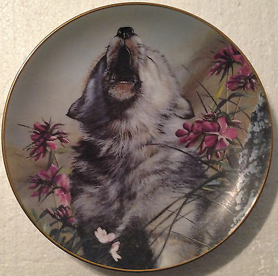COLLECTABLE WOLF PLATE 8 1/4 INCHES -CALL TO THE FUTURE by LINDA DANIELS- BRADEX