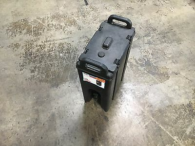 Cambro 500LCD110 Black 4.75 Gal. Beverage Camtainer