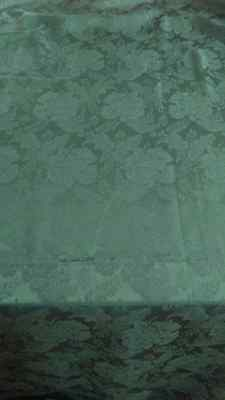 Damask Tablecloth with Rose Design  82 x 60