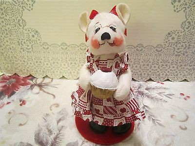Annalee Valentine Girl Bear Heart Dress & Frosted White Cupcake w/ Heart (2003)