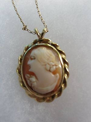 14K yellow gold Onyx  Cameo pendant with fine 15 inch chain vintage
