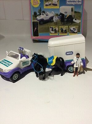 Vintage 2000's RSPCA Animal Hospital 4x4/Horse Trailer-Figures/Box Childrens Toy