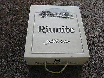 Riunite Gift Selction Wooden Box With Rope Handle