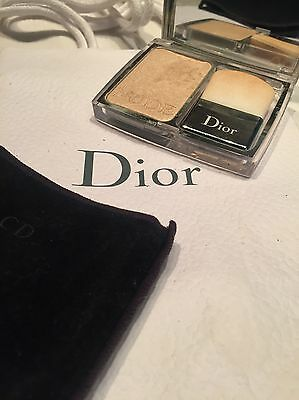 Dior Skin Nude Shimmer Illuminating Powder (highlighter)