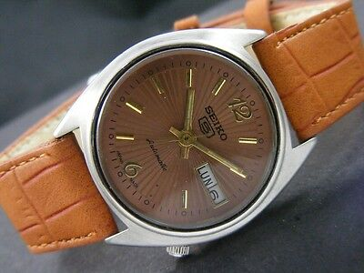 VINTAGE SEIKO 5 AUTOMATIC JAPAN MEN'S DAY/DATE WATCH lot784-a29029