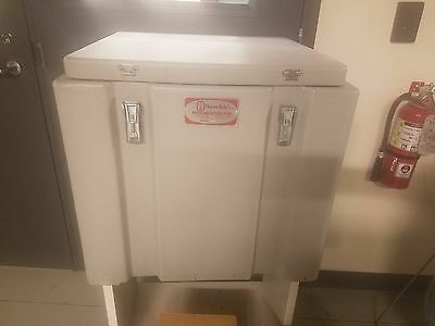 Thermo Safe 302 Heavy Duty Dry Ice Storage Chest USED W 23 L 22 H 21.5