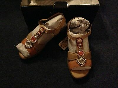 Brand New in Box ladies sandals size 4
