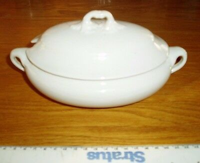 White Oval Lidded Serving Bowl/Dish/Tureen. Small 17cm x 11cm x 6cm. Vintage