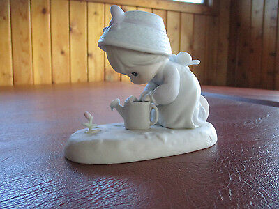 """Precious Moments #524271""""friendship Grows When You Plant A Seed"""" Figurine"""