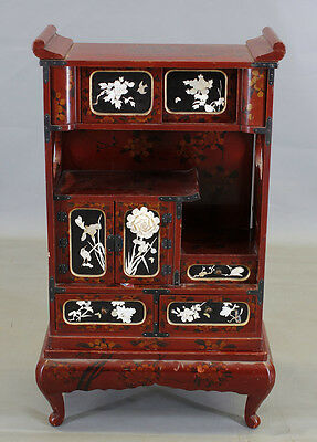 Kabinett-Schrank China / Japan rote Lackkunst mit floralen Motiven 7839029