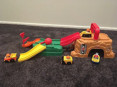 Fisher Price Little People Wheelies Play N' Go Construction Site Play Set