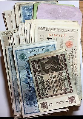 A Selection of World Banknotes (Quantity:135)