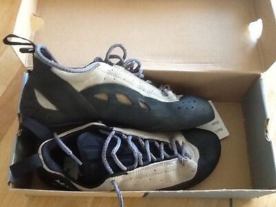 mad rock climbing shoes (frenzy lace Ivory) uk 8 but more like a 7- 7.5