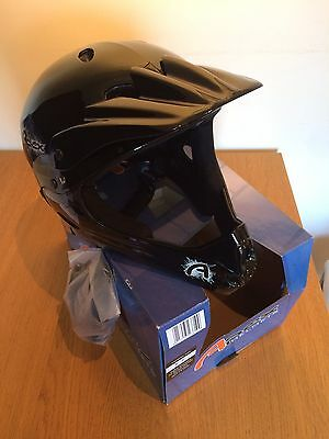 Apex Full Face Helmet In Black - Size M 54-58Cm - Brand New With Tags