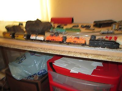 Arnold, F unit Loco, Penn Central, 3 Petrol tankers, 2 Freight wagons