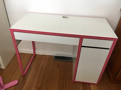 Small pink and white desk - with free coat stand