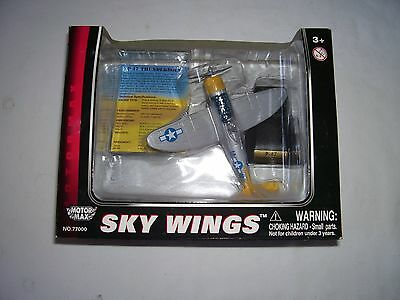 Motor Max Sky Wings Diecast Model Aircraft. 1/100 Scale P-47 Thunderbolt.