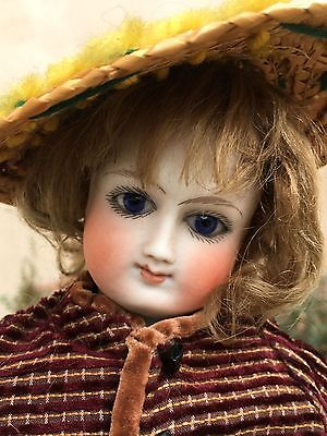french fashion bisque doll of 16,8 inches tall , bru look