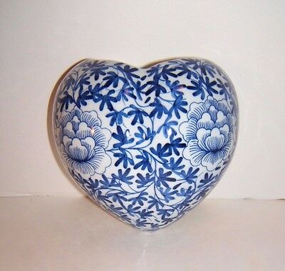 VINTAGE ASIAN HEART WALL POCKET Planter Delft Style Blue White Porcelain Lotus