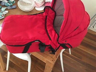 Mountain Buggy Bassinet Suits Swift with Rain Cover