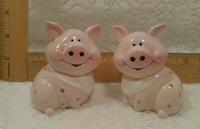 PIG salt and pepper shakers SO ADORABLE piggy Polk a Dots pink happy faces