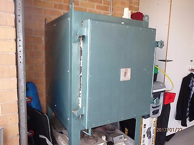 Woodrow Electric Kiln ideal for glass fusing and pottery work, Refurbished