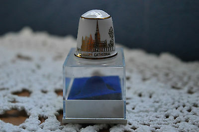 Salisbury Cathedral ... Thimble Vintage with display box .. excellent condition.