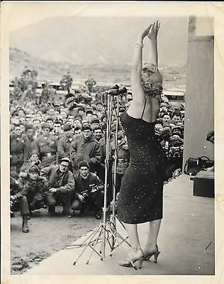 MARILYN MONROE EXTREMELY RARE PHOTOGRAPH 1951` MARILYN --entertaining the troops