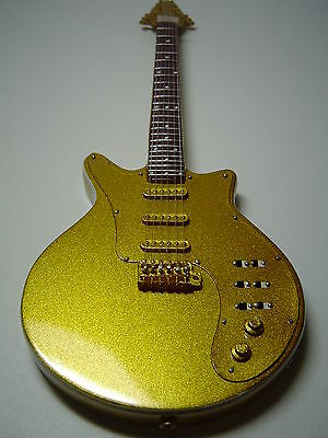 Queen - Brian May - Signature Gold Miniature Guitar