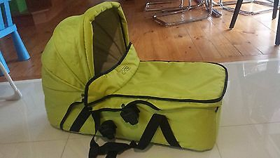 Mountain Buggy Swift carrycot / bassinet lime