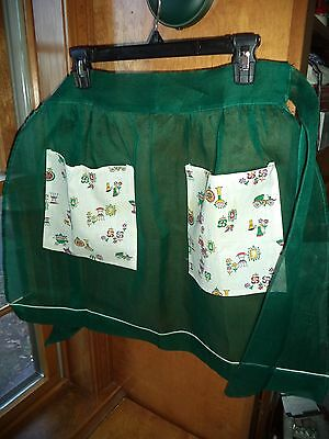 Vintage green apron with patch print front pockets...FS..good condition.