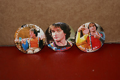 Lot of 3 Mork From Ork 2 Mindy Pinback Buttons Robin Williams 1978 Mork & Mindy