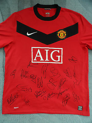 MANCHESTER UNITED Football Shirt Signed by Past & Present Players 21 Autographs