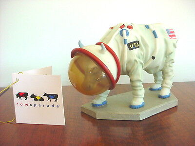 2000 COW PARADE  Figurine MOOOOONWALK Retired #9120 With TAG Astronaut NASA