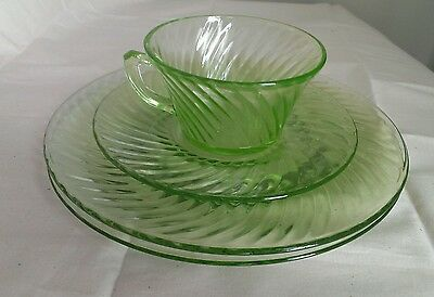 """Green Depression Glass Spiral 4 pc Lot (2) 8"""" Plates Cup & Saucer Jeannette 1928"""