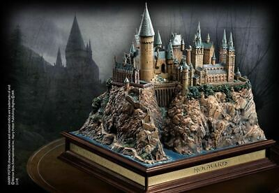 Harry Potter : HOGWARTS CASTLE DIORAMA from The Noble Collection NN7074