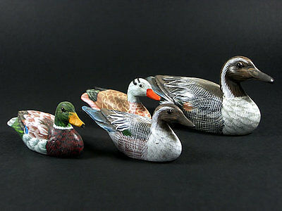 4 x GENUINE VINTAGE FOLK ART MINIATURE WOODEN DUCKS HAND CARVED AND HAND PAINTED