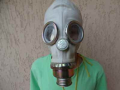 A brand new Polish gas mask SZM41M (Russian GP5 based) in size 3